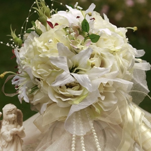 Yellow-white Silk Cloth Wedding Bridal Bouquet with White Lily