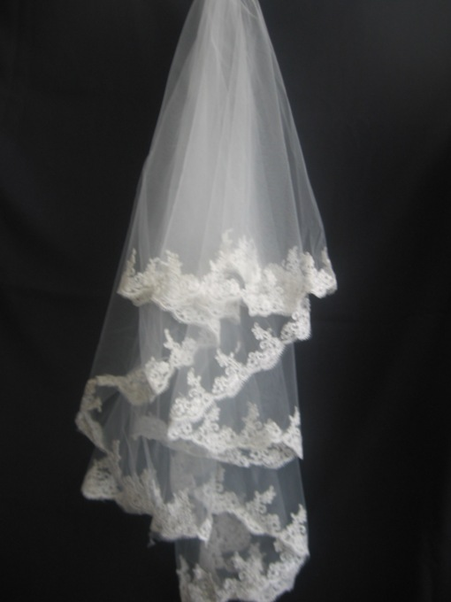 3-Layer Fingertip Wedding Veils with Lace Applique Edge