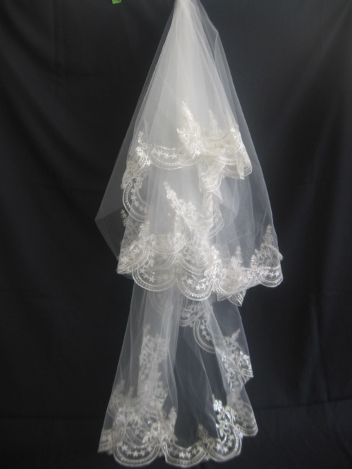 1-Layer Fingertip Wedding Veils with Applique Edge