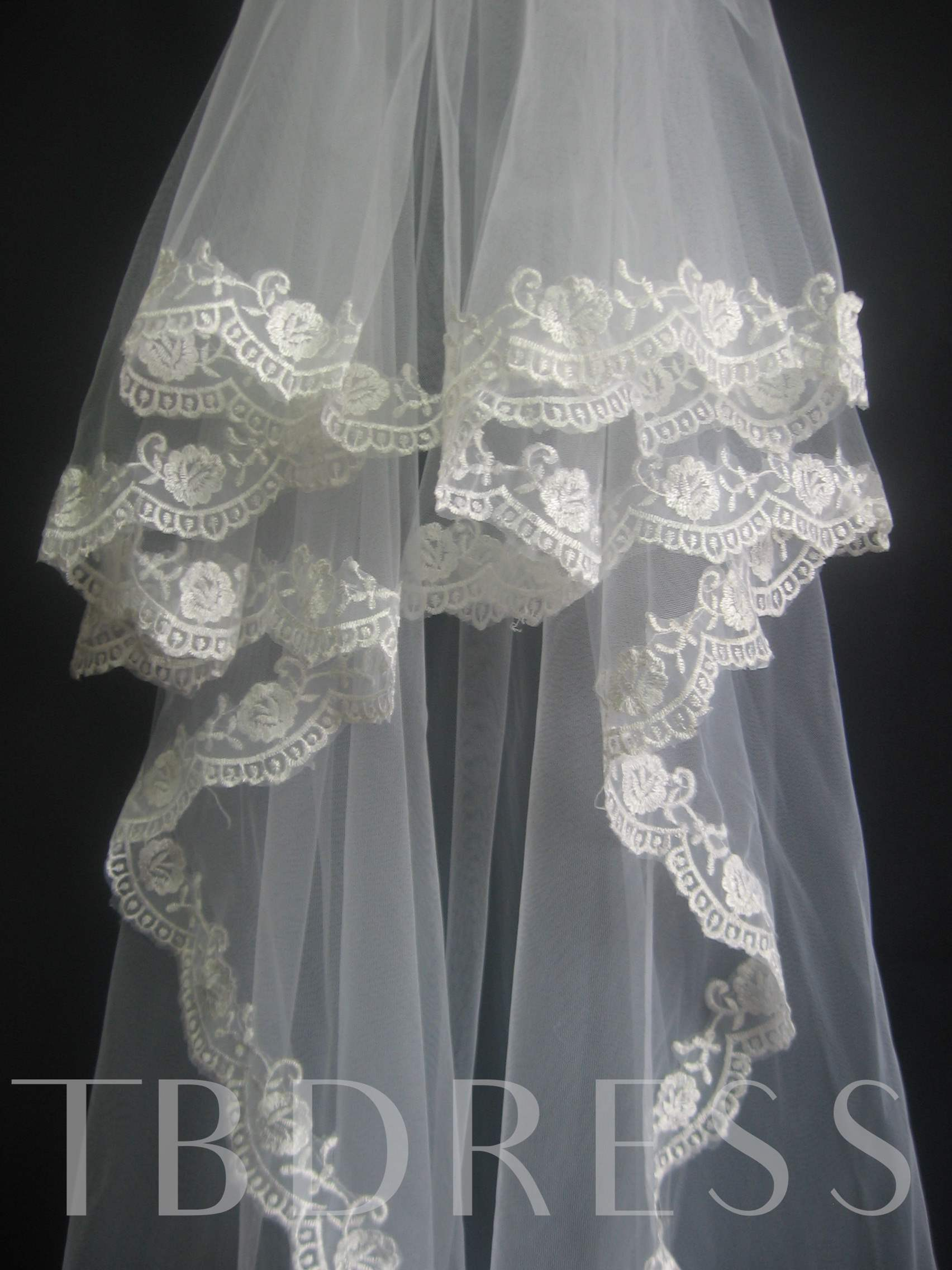 Magnificent 2-Layer Fingertip Wedding Bridal Veils with Lace Applique Edge