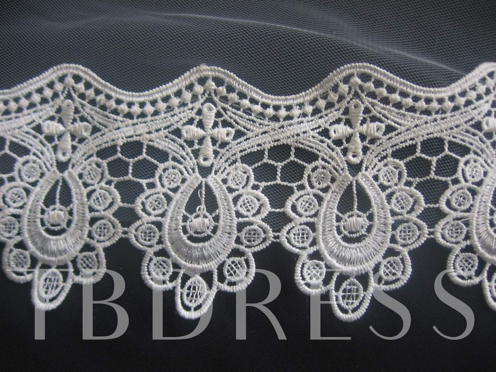Fingertip Wedding Veils With Lace Applique