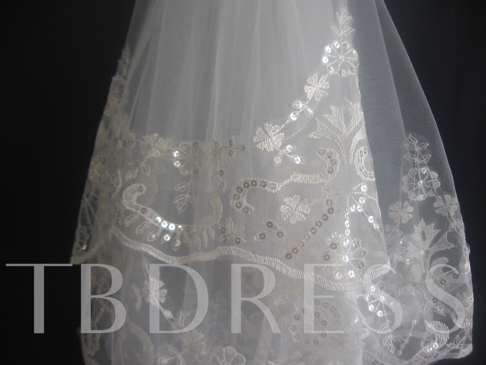 One layer fingertip wedding veil with lace applique edge tbdress