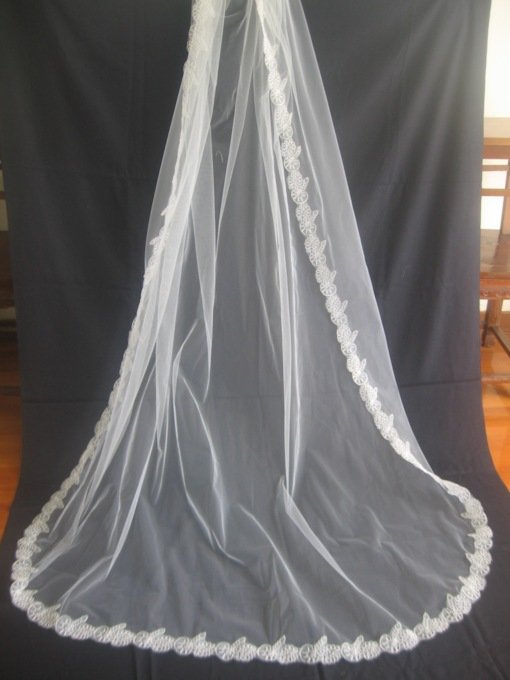 1-Layer Cathedral Wedding Veil With Lace Applique Edge