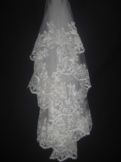 lace applique edge elbow wedding veil