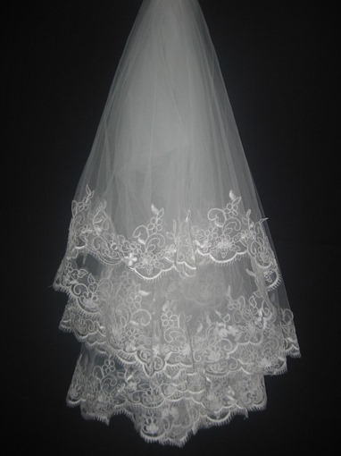 Lace Flowery Edge Fingertip Wedding Veil