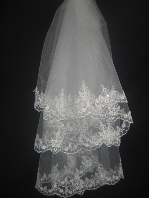 Fingertip Lace Edge Wedding Veil