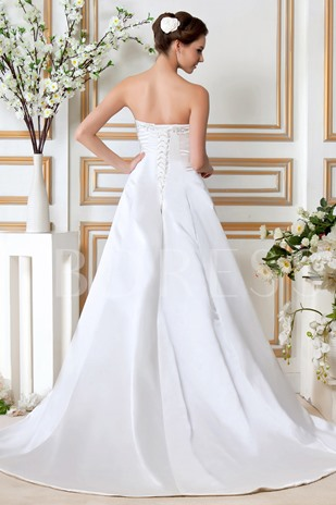 A-Line/Princess Strapless Chapel Embroidery Wedding Dress