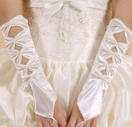 Hollowed-out Ivory Satin Gloves