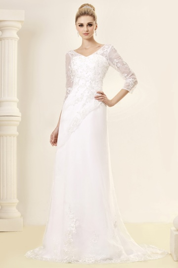 A-Line/Princess Long-Sleeve Court Lace Wedding Dress