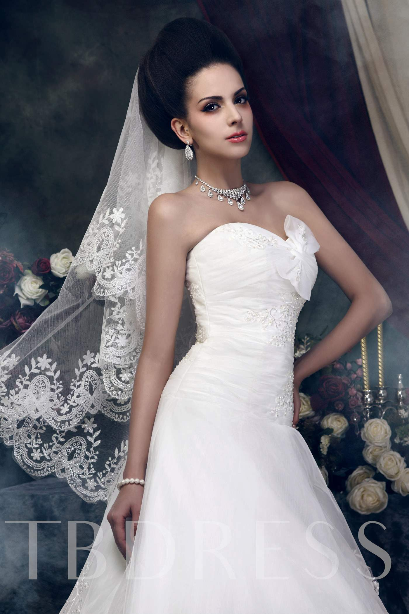 1-Layer Fingertip Wedding Bridal Veil with Floral Edge
