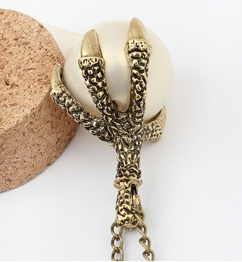 Retro Eagle Claw Shaped Alloy with Pearl Necklace