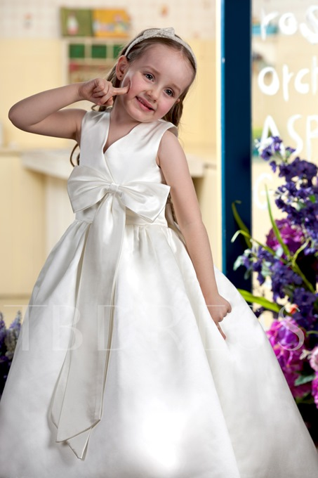 Tea-length V-neck Bowknot Embellishing Flower Girl Dress