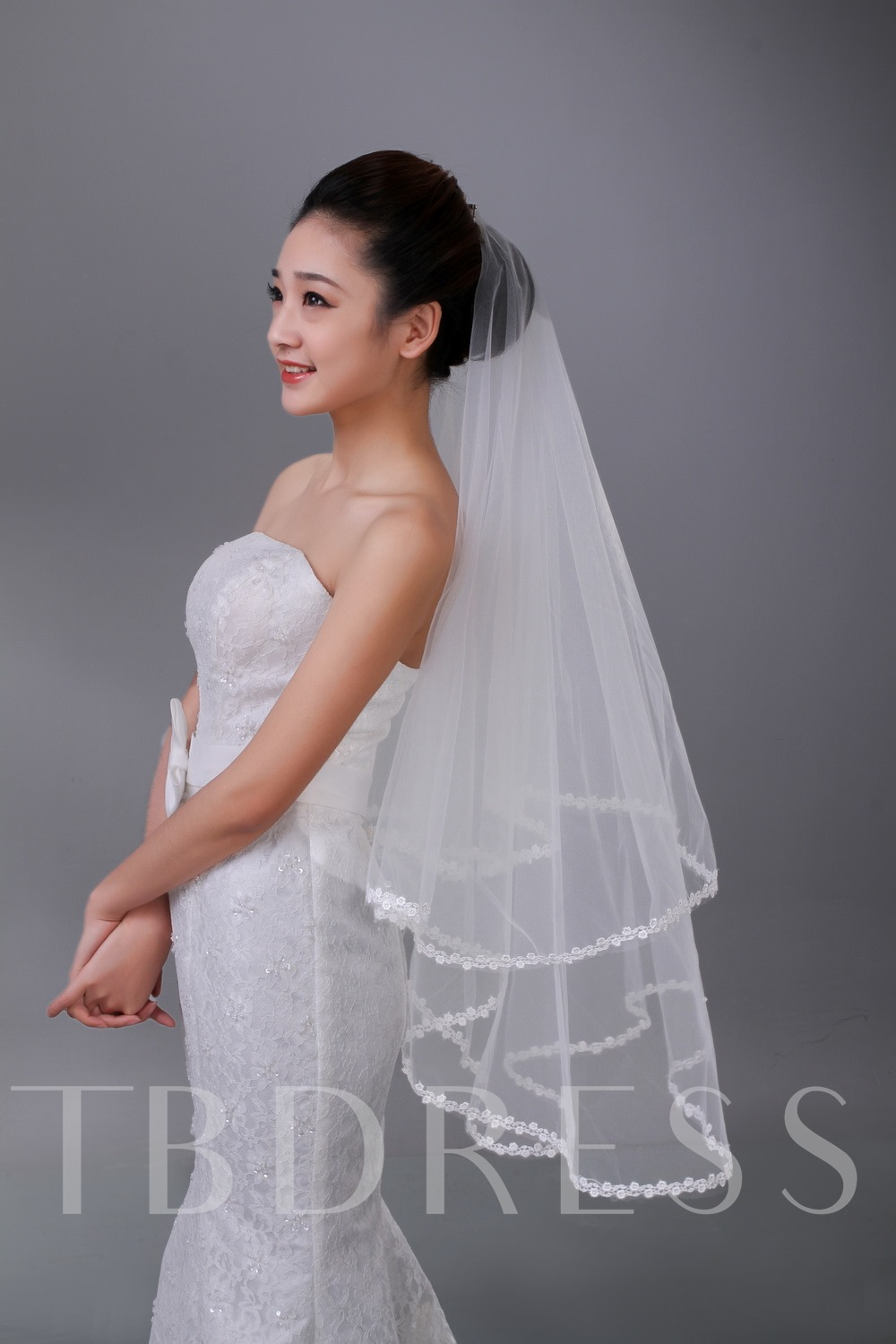 Fingertip Tulle Lace Edge Wedding Veil