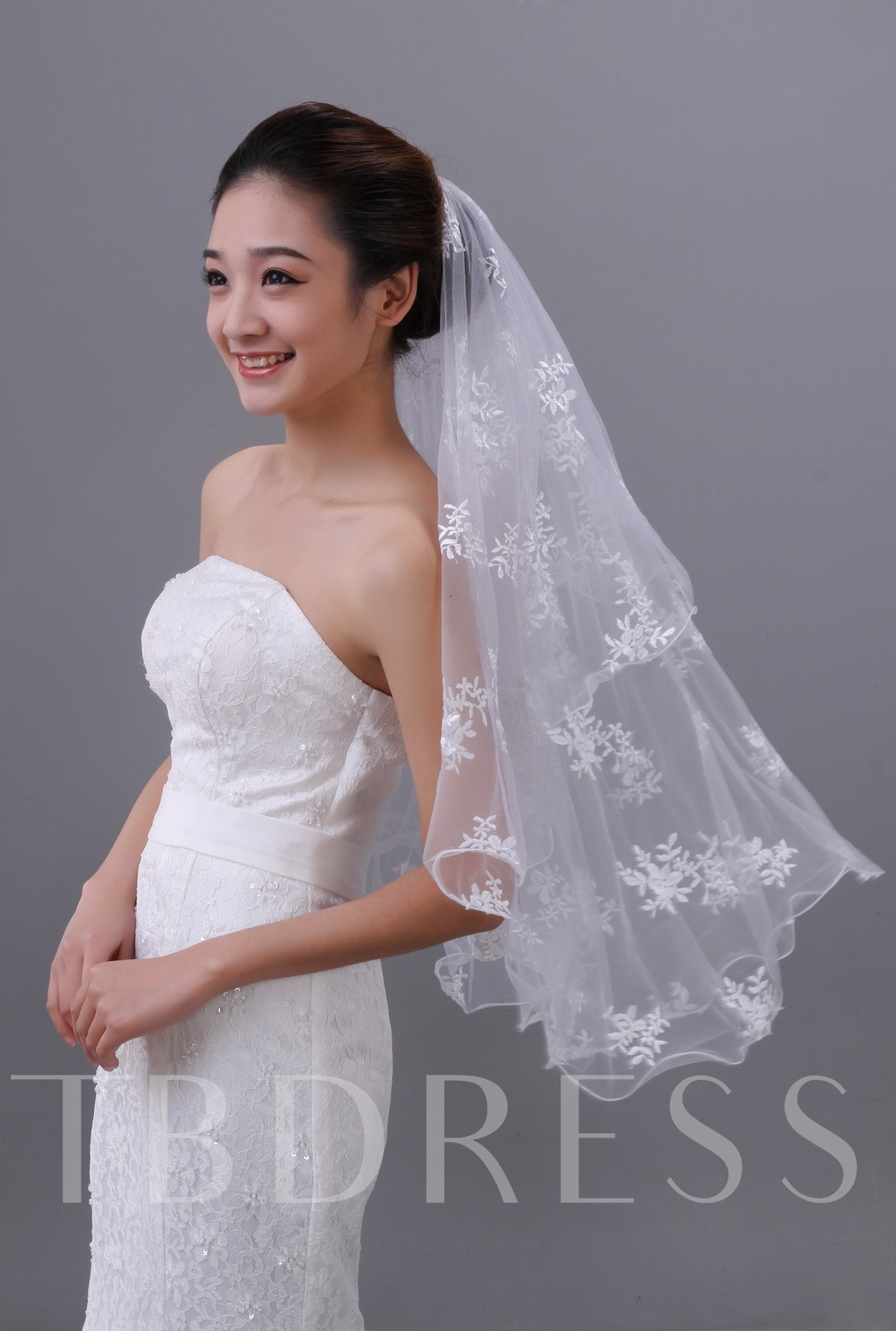 Elbow Flowers Lace Wedding Veil