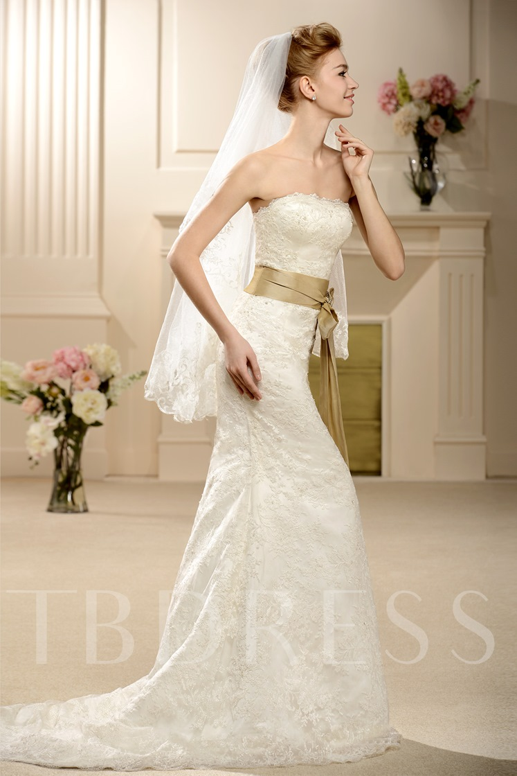 Trumpet/Mermaid Floor-length Court Lace Wedding Dress