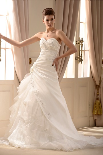 A-Line/Princess Sweetheart Chapel Wedding Dress