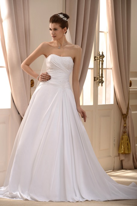 Strapless A-Line Appliques Wedding Dress