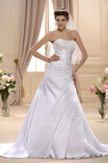 A-line/Princess Sweetheart Chapel Bridal Gown