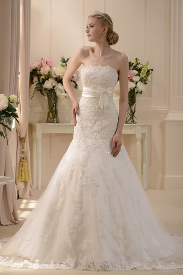 Slight Mermaid Strapless Appliques Chapel Wedding Dress