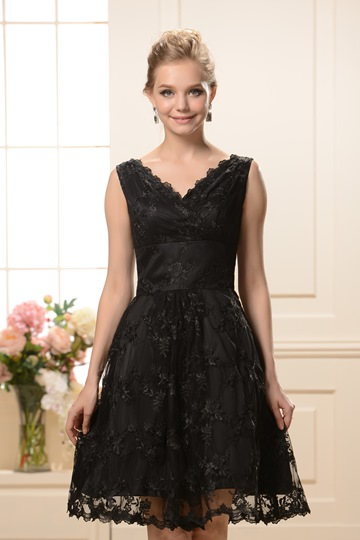 Knee-Length Black Lace Bridesmaid Dress