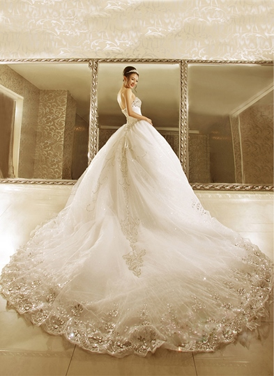 Sequined Appliques Beading Strapless Wedding Dress