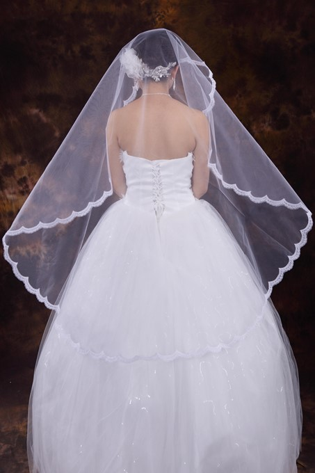 Fingertip Veils One-tier Applique Edge