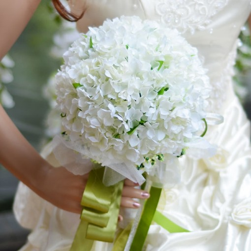 Best Cloths Pure And And White Flowers Wedding Bouquet