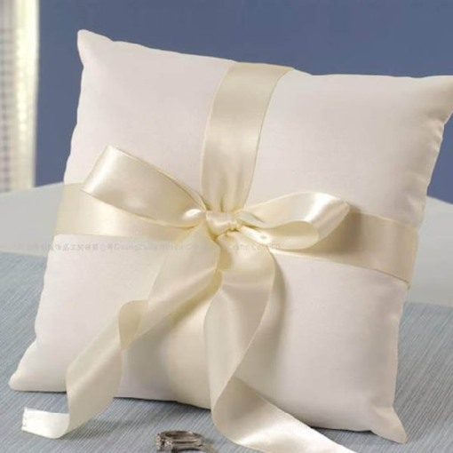 Ring Pillow in Satin With Bow