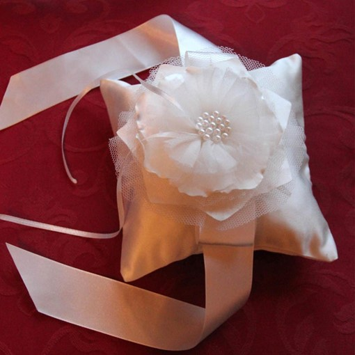 Dreamlike Ring Pillow in Satin With Flower/Ribbon