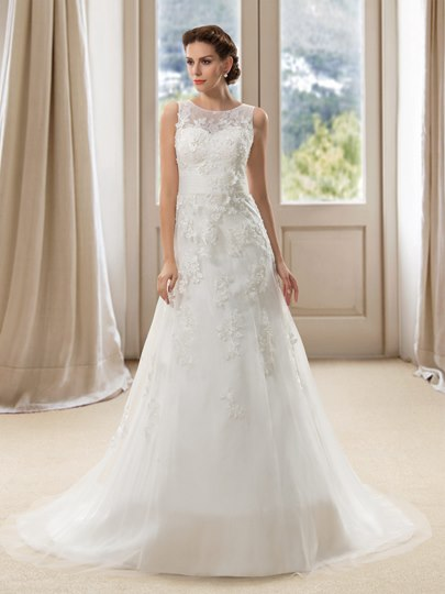 Lace Appliques Scoop Neck Court Train A-Line Wedding Dress
