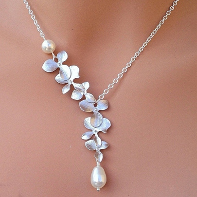 Charming Alloy Flower with Pearl Pendant Necklace