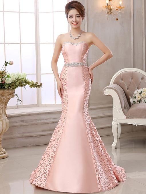 Sleeveless Sweetheart Court Train Hollow Formal Dress 2019
