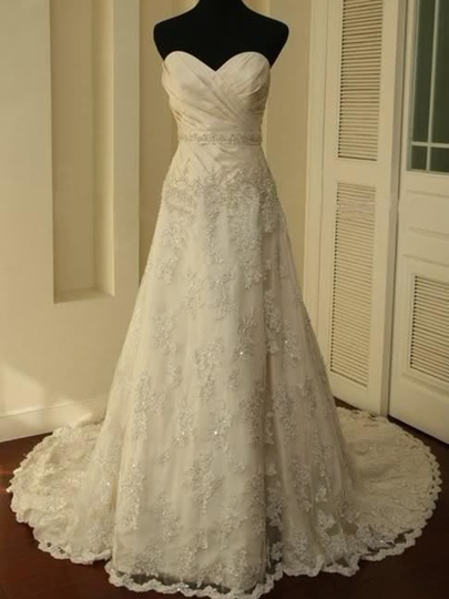 Sweetheart A-Line Court Train Lace Long Wedding Dress