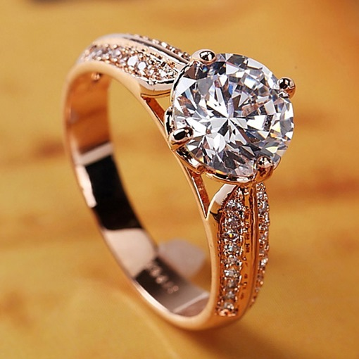 Four Claw Inlay Diamond-Shaped Ring
