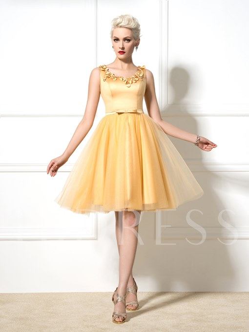 A-Line Round Neck Flowers Knee-Length Cocktail Dress