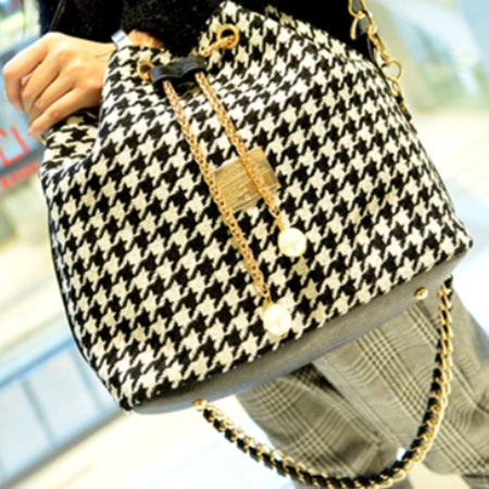 Black and White Weaving Women Bucket Bag