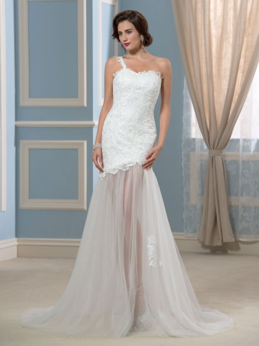 Lace One-Shoulder Trumpet Beach Wedding Dress