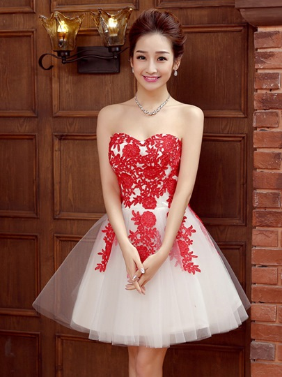 Sweetheart Appliques Zipper-Up Short Homecoming Dress