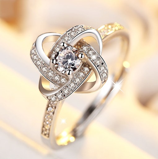 Clover Shining Diamond-Shaped Ring