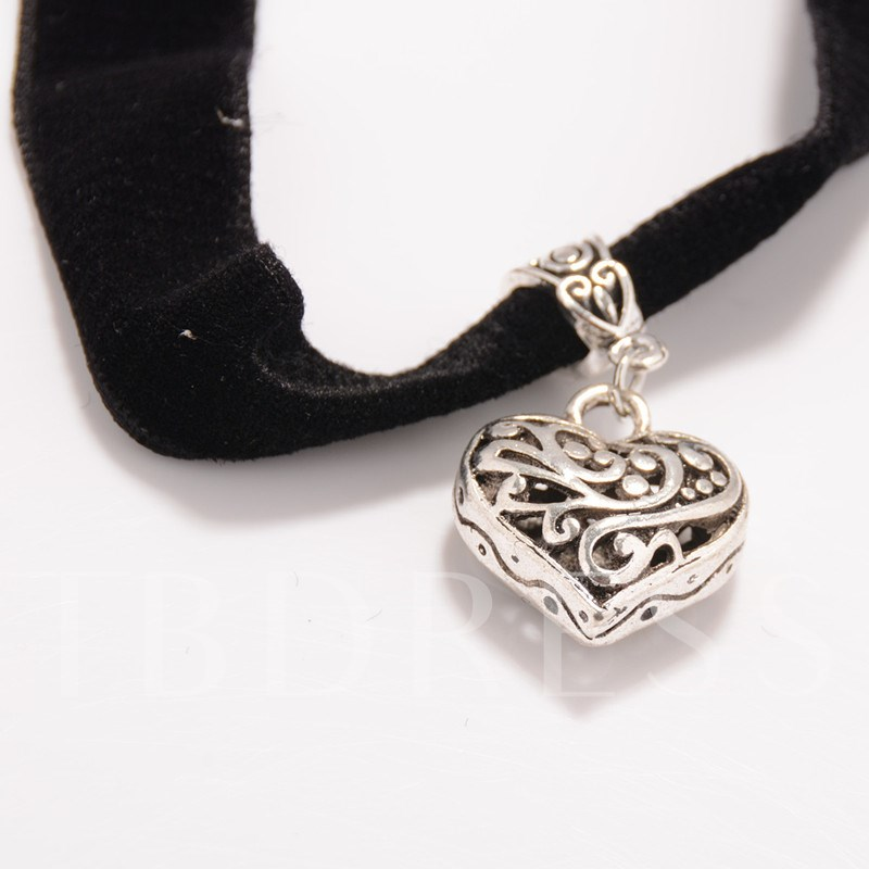 Hollow Out Heart Short Necklace