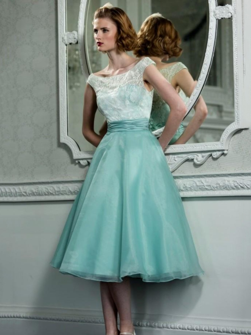 A-Line Scoop Neck Button Lace Tea-Length Prom