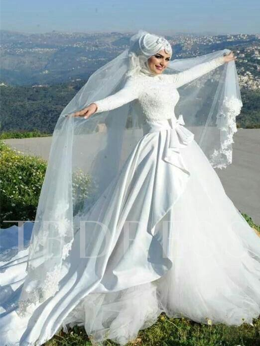 Long Sleeve Appliques Arabic Wedding Dress with Hijab