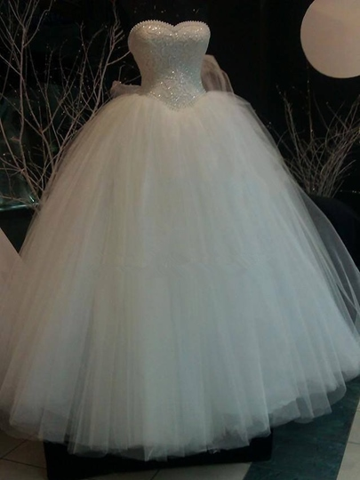 Sweetheart Lace Pearls Ball Gown Wedding Dress