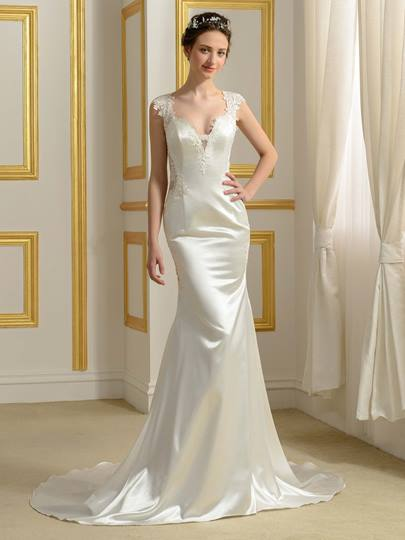 Trumpet/Mermaid Court Train Hollow Appliques Wedding Dress
