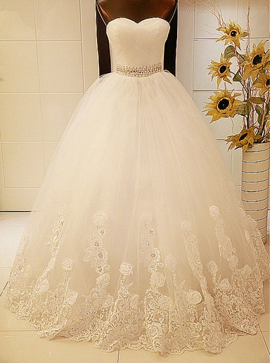 Beaded Appliques Ball Gown Wedding Dress