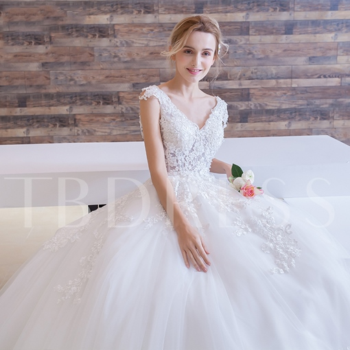 Tulle V-Neck Appliques Wedding Dress