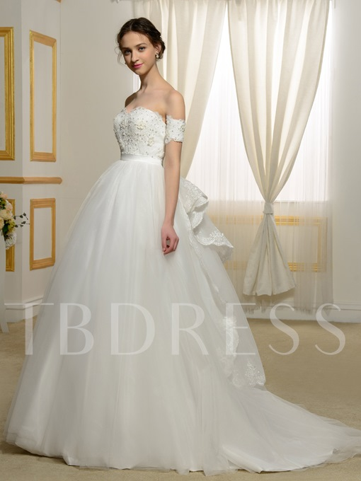 Elegant Off-The-Shoulder Lace Pearls Appliques Ball Gown Wedding Dress