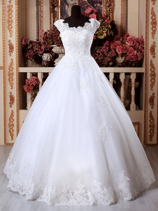 Scalloped Edge Appliques Ball Gown Wedding Dress