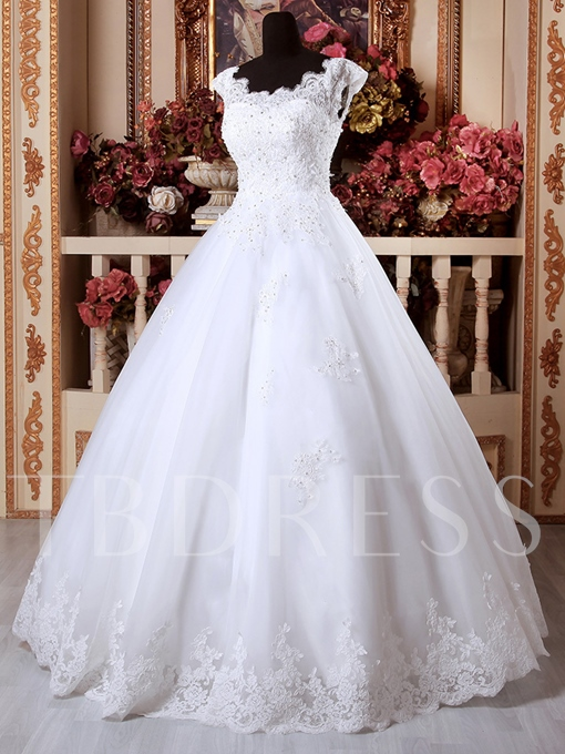 Scalloped Edge Appliques Ball Gown Lace-Up Wedding Dress