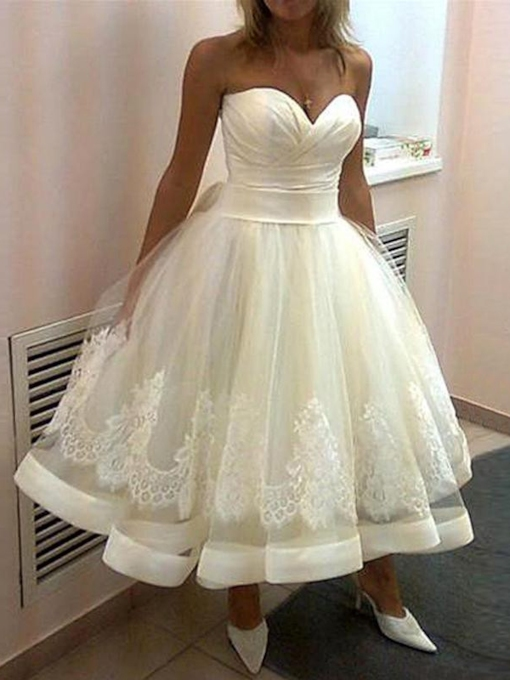 Sweetheart Appliques Tea-Length Beach Wedding Dress